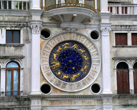 Venice_clocktower_in_Piazza_San_Marco_(torre_dell'orologio)_clockface